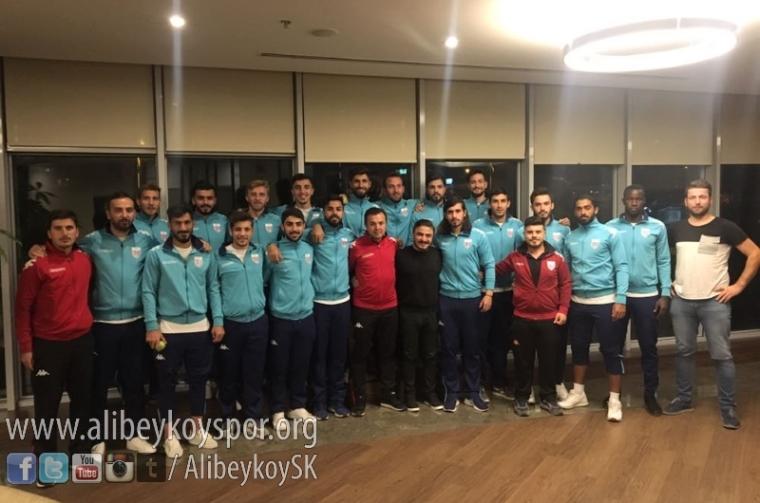 alibeykoyspor-yesilkoy-maci-kampinda1.jpg